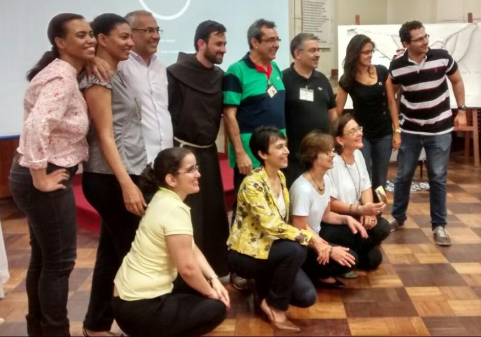 Os irmãos e irmãs conselheiros juntos de Frei Alvaci OFM, quando da visita do Pró-Vocações Franciscanas.
