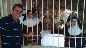 O irmão ministro Élio Ferreira em visita às irmãs clarissas de Araruama.
